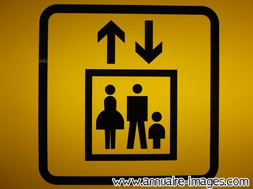 photo panneau de signalisation d 39 ascenseur double sens. Black Bedroom Furniture Sets. Home Design Ideas