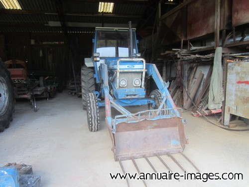 Photo ou image gratuite de tracteur bleu avec fourche - Tracteur avec fourche ...